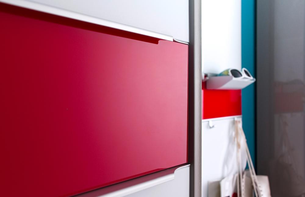 Garderobe multi color gloss graubeige rot von for Garderobe rot