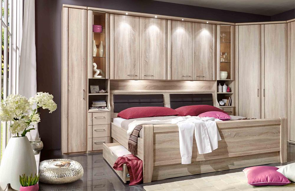 Luxor 4 von Wiemann - Schlafzimmer Eiche-sägerau mit Bettüberbau
