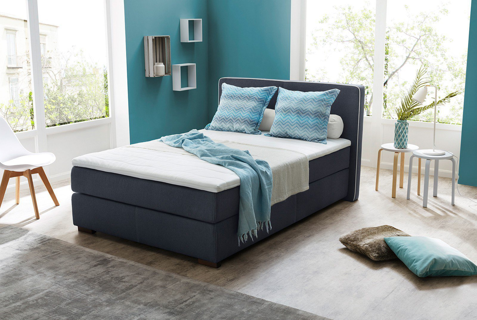 jockenh fer boxspringbett isabel in blau mit dunklen holzf en m bel letz ihr online shop. Black Bedroom Furniture Sets. Home Design Ideas