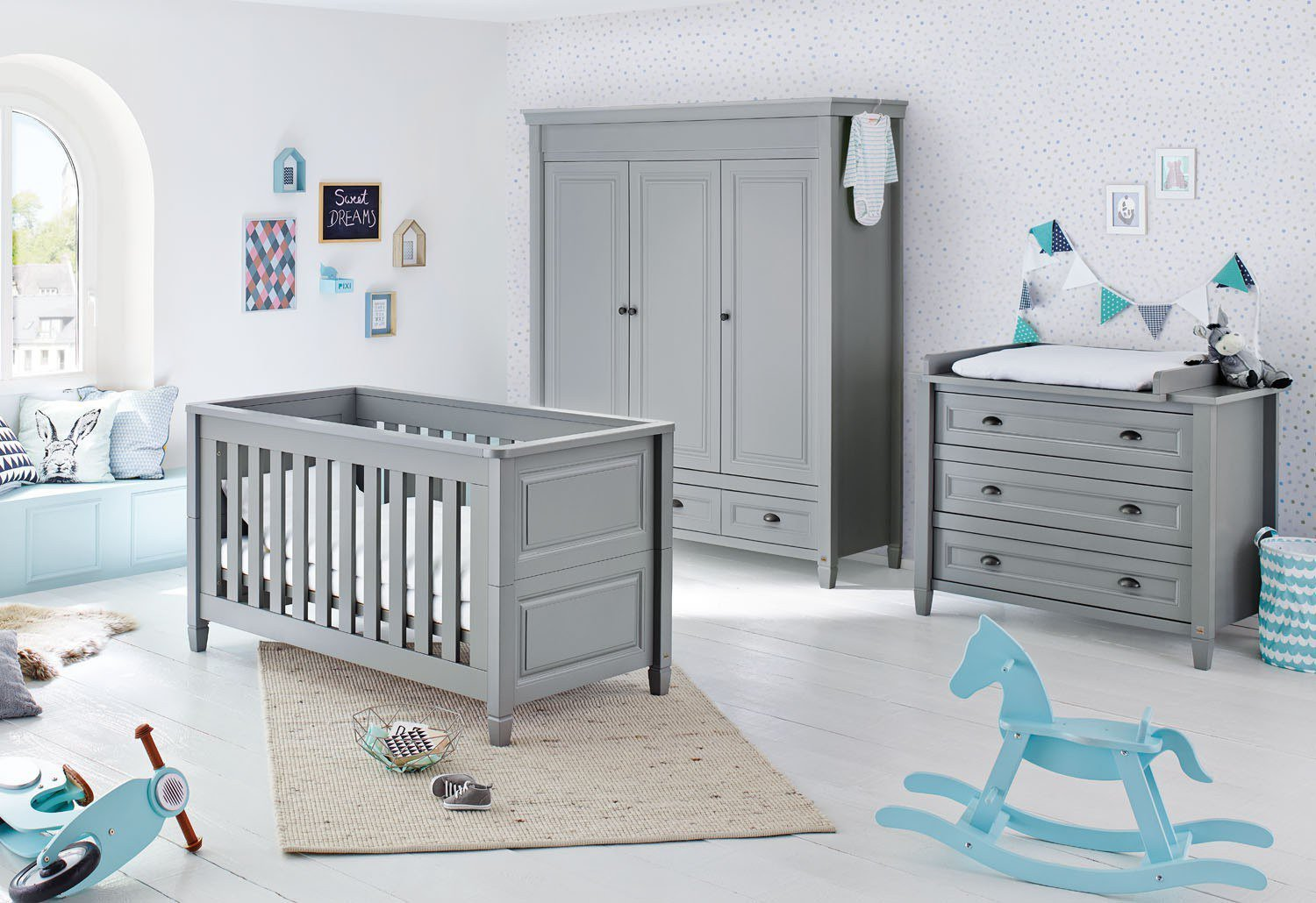 babyzimmer m bel grau. Black Bedroom Furniture Sets. Home Design Ideas
