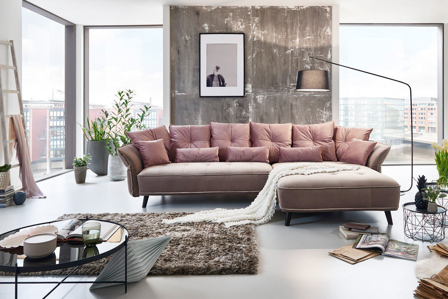 New look m bel charming ecksofa altrosa hellgrau m bel for Couch 0 finanzierung