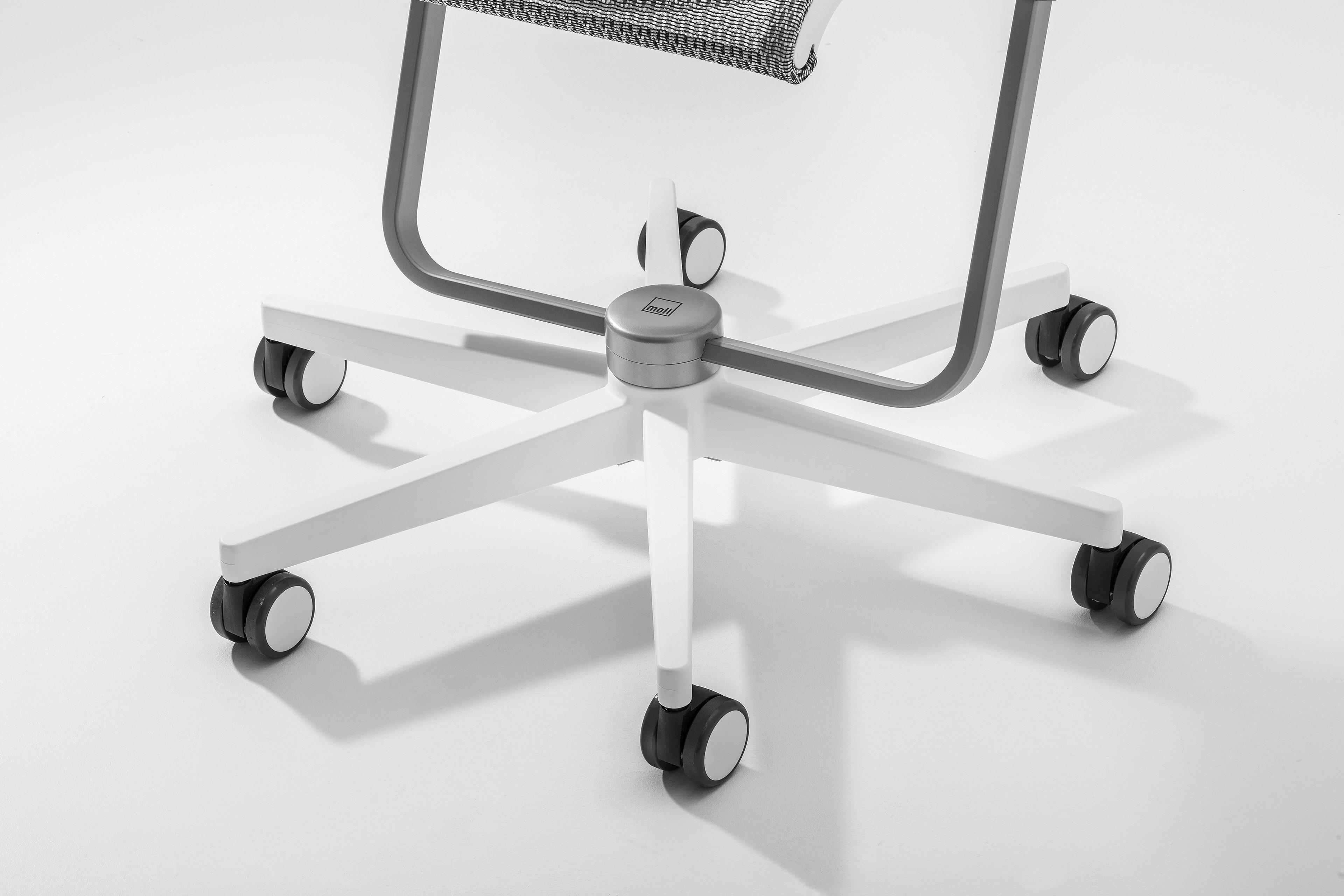 scooter moll kinder drehstuhl wei schwarz m bel letz. Black Bedroom Furniture Sets. Home Design Ideas