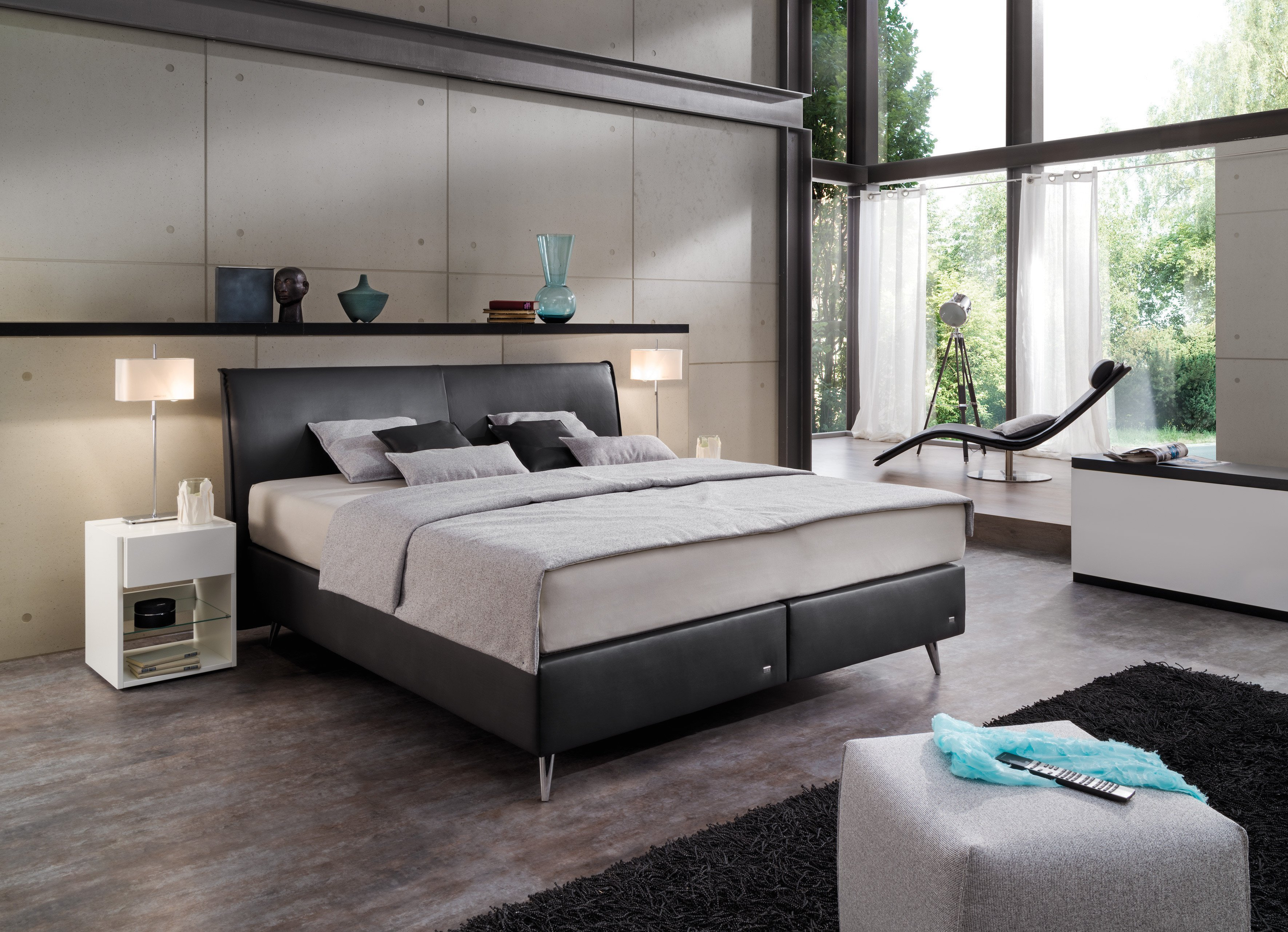 ruf amado boxspringbett in anthrazit mit chromfarbigen. Black Bedroom Furniture Sets. Home Design Ideas