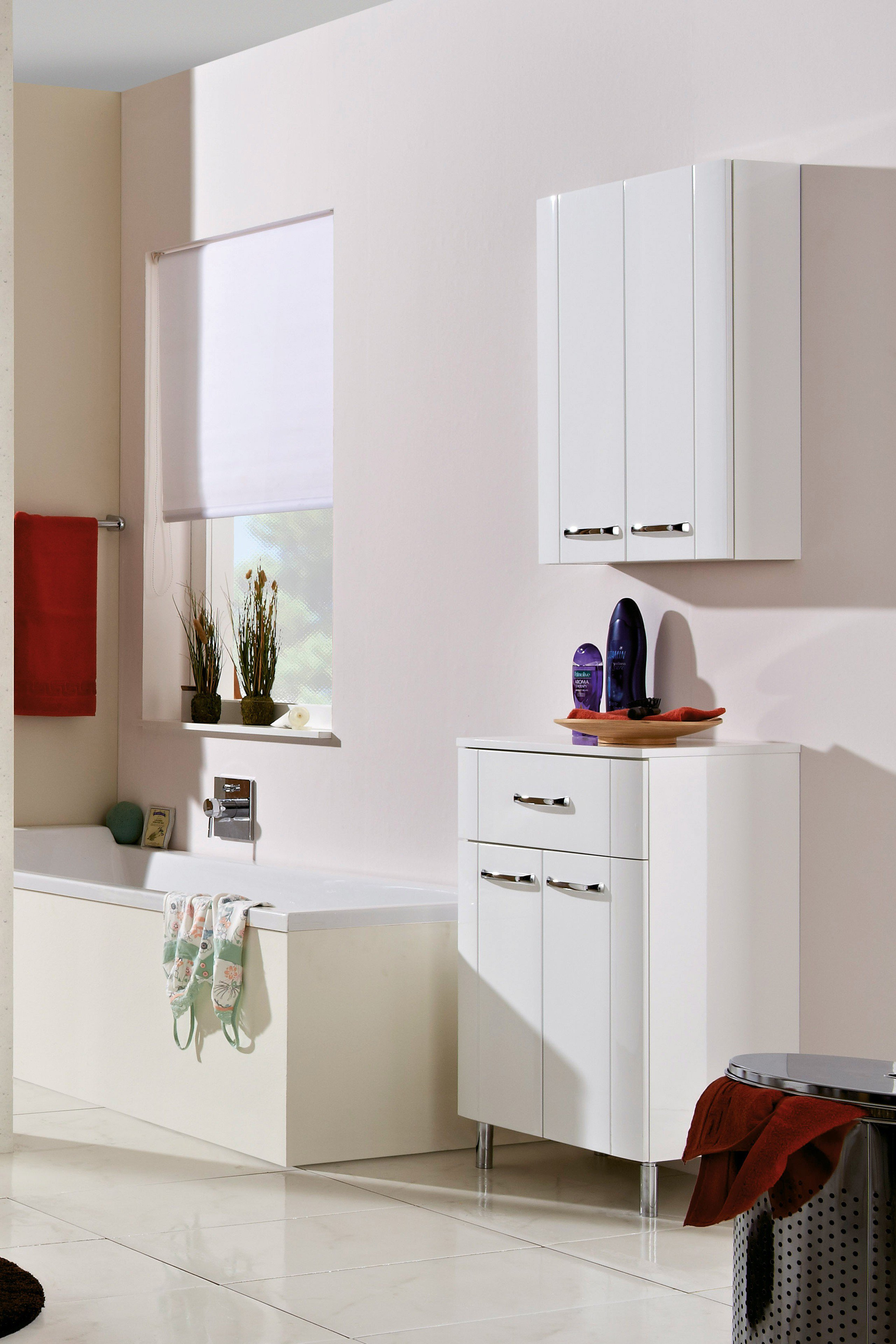 badezimmer hochglanz gallery of affordable badezimmer hochschrank wei hochglanz figur. Black Bedroom Furniture Sets. Home Design Ideas