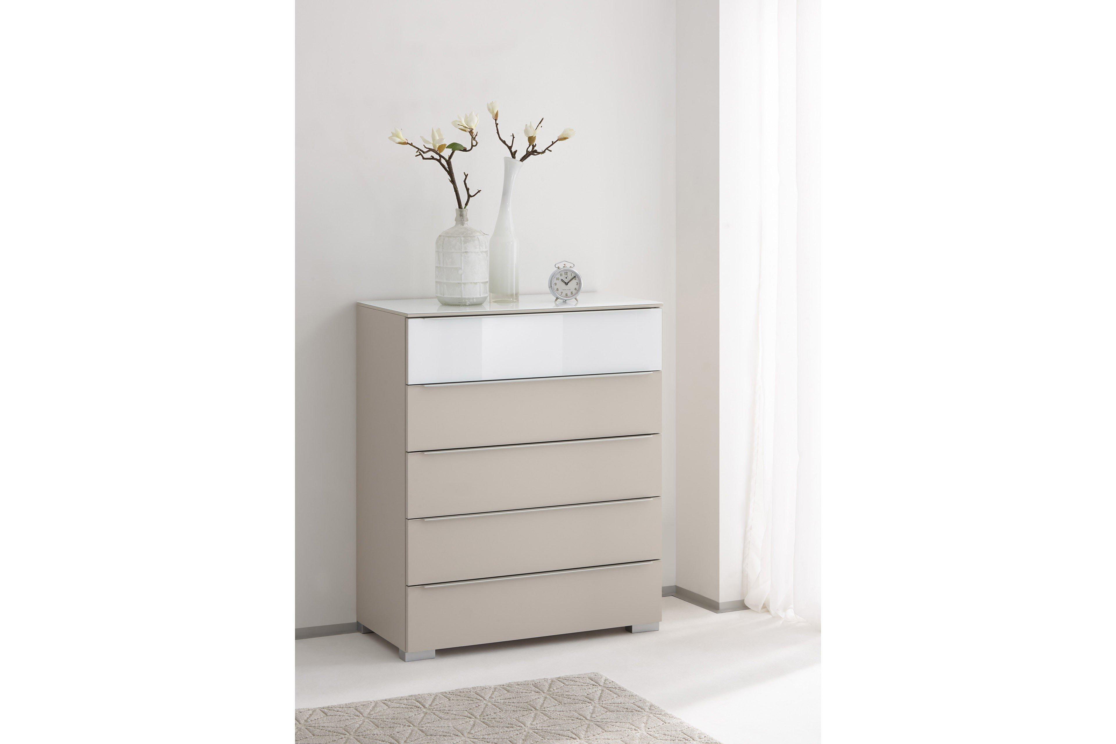 schlafzimmer kommode beige ab wann kopfkissen schlafsofas bolia design attack schlafzimmer. Black Bedroom Furniture Sets. Home Design Ideas