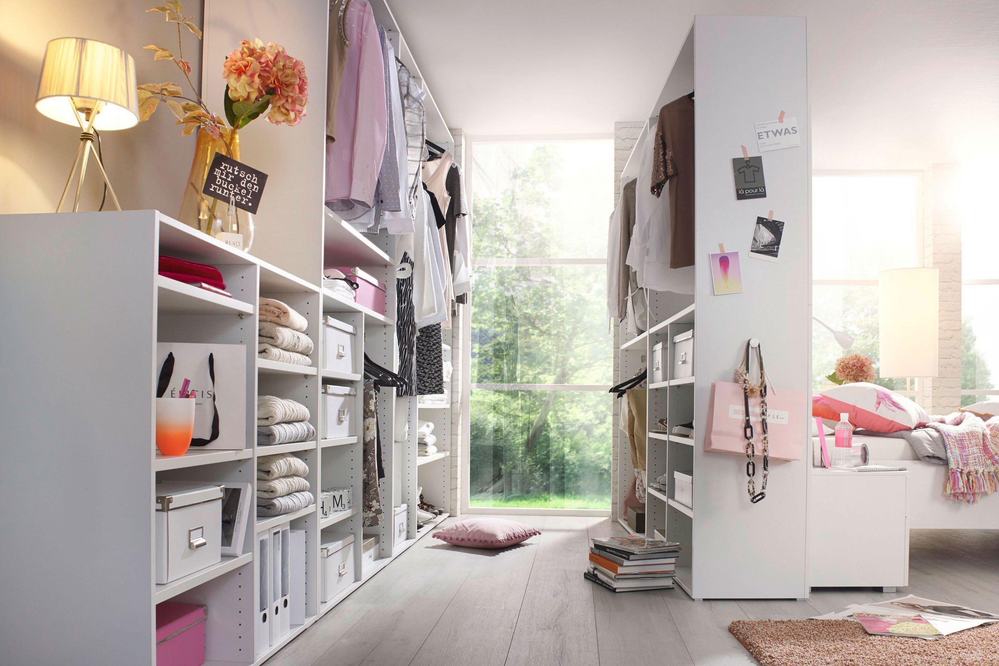 deko ankleidezimmer modell wohndesign. Black Bedroom Furniture Sets. Home Design Ideas