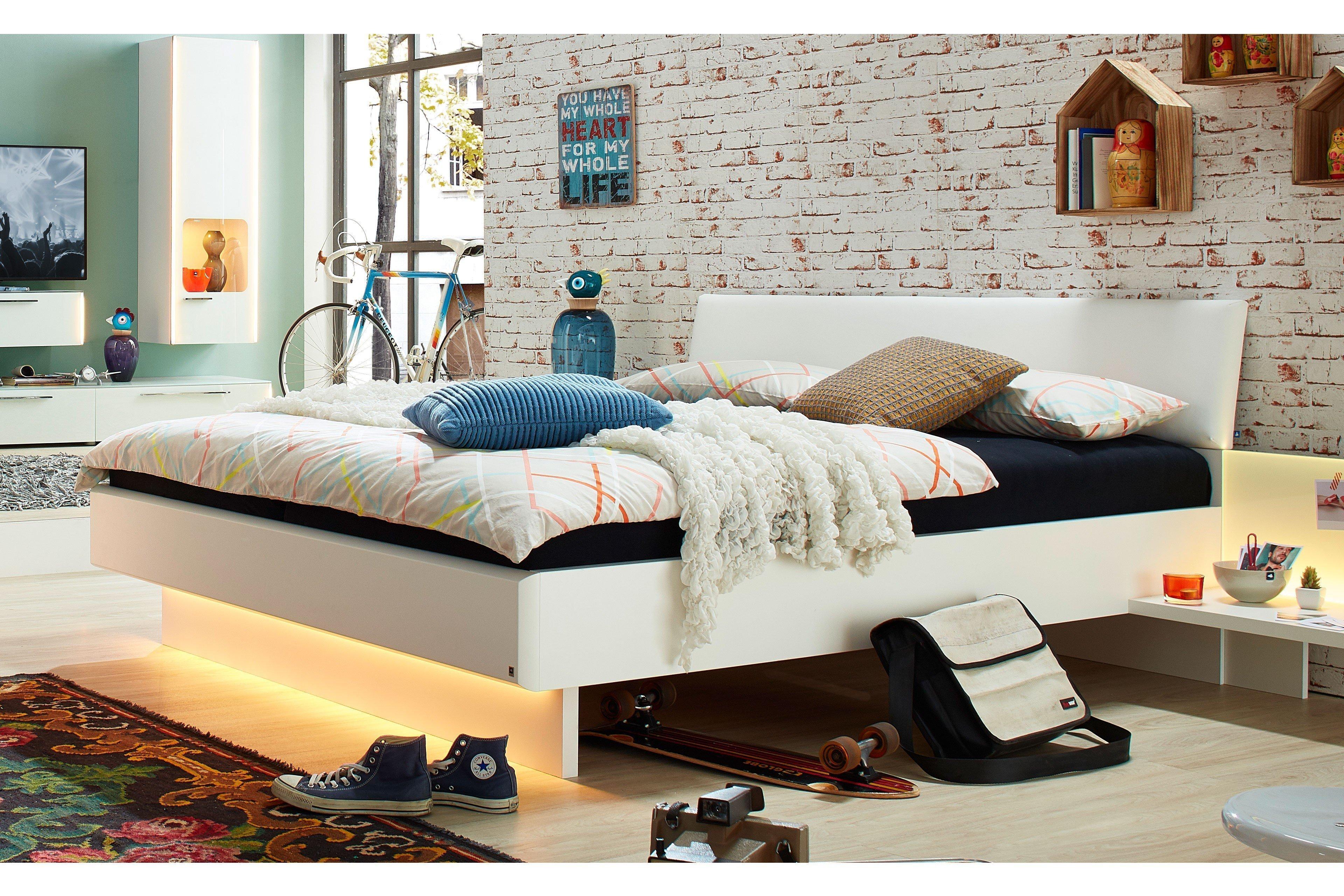 JOY von LEONARDO living - Schlafzimmer in Weiß mit Glasabsetzung