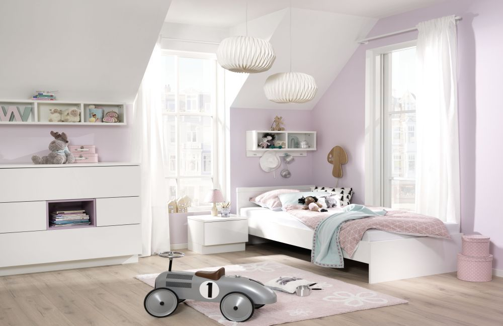 kinderzimmer m bel in weiss und moderner laminatboden pictures to pin on pinterest. Black Bedroom Furniture Sets. Home Design Ideas