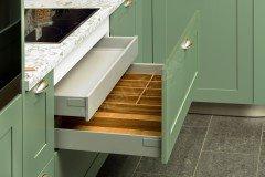 Casa von Schüller Küchen - Eckküche Salbeigrün